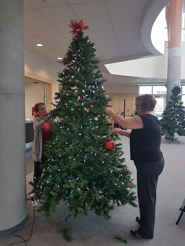 Ann and Beth decorating the tree